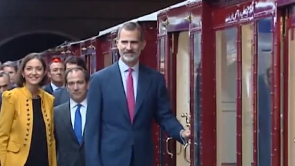 Felipe VI viajó en metro para celebrar el centenario del subterráneo de Madrid