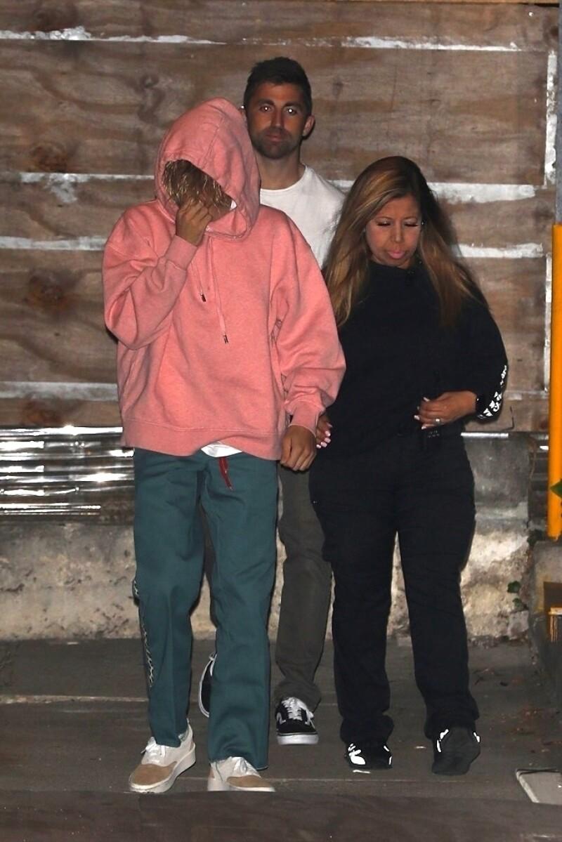 Justin Bieber saliendo de la iglesia