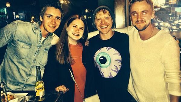 Tom Felton, quien dio vida al enemigo de Harry Potter, así como tres de los actores que interpretaron a los hermanos pelirrojos, entre ellos 'Ron', se reencontraron en una noche de copas.