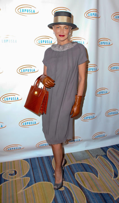 Sharon Stone- `Esto es lo que aparece cuando alguien en Downton Abbey ordena a una prostituta´.