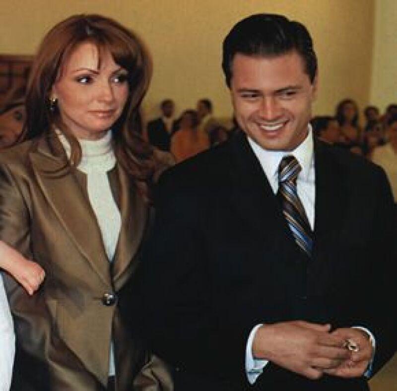 La Gaviota aclaró los rumores que circulan desde que se hizo novia de Enrique Peña Nieto, los cuales aseguran que es un montaje para darle popularidad al gobernador del Estado de México.