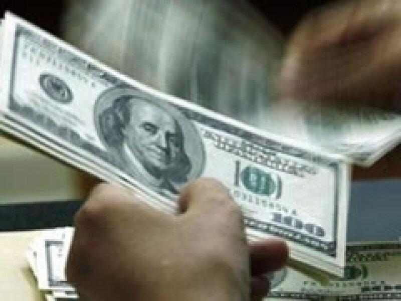 El tipo de cambio volvió a operar por arriba de los 14 pesos. (Archivo)