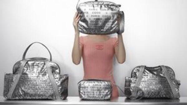 Karl Lagerfeld diseñó una nueva línea de bolsas y accesorios titulada Chanel Unlimited.