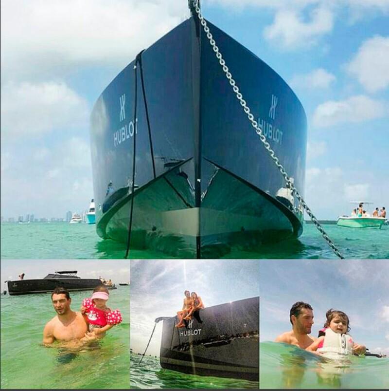 Martín se metió a nadar al mar con sus hijas.