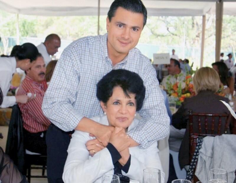 Enrique Peña Nieto cariñoso con su mamá