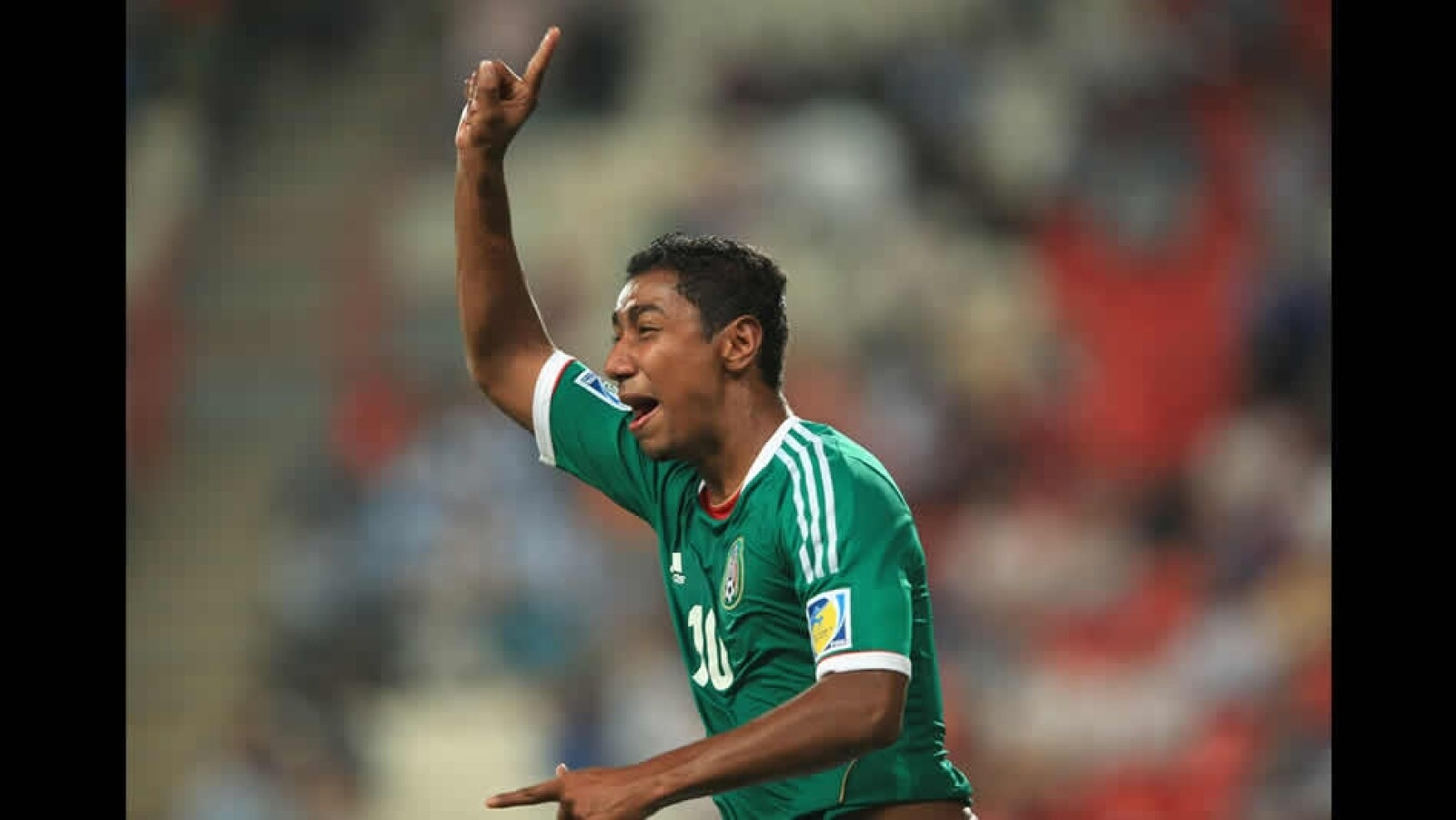 el mexiacno marco granados celebra el tercer gol
