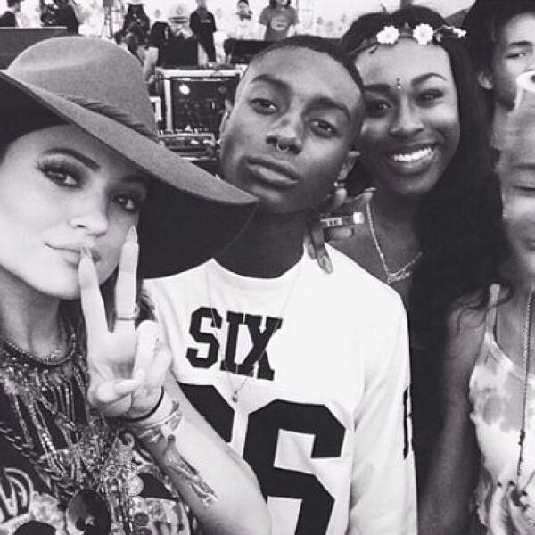 Kylie Jenner y sus amigos se divierten en Coachella.