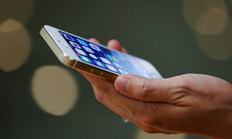 La ley canadiense autoriza examinar bienes como celulares en terminales aéreas. (Foto: Getty Images )