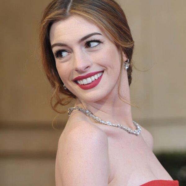 Se sospechó que para su debut como presentadora del Oscar, la firma le pagó $750,000 dólares por llevar sus joyas al evento.