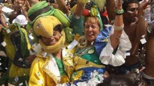 Después de darse el anuncio en Copenhague, los cariocas levantaban sus brazos, agitaban banderas y se abrazaban para celebrar su victoria.
