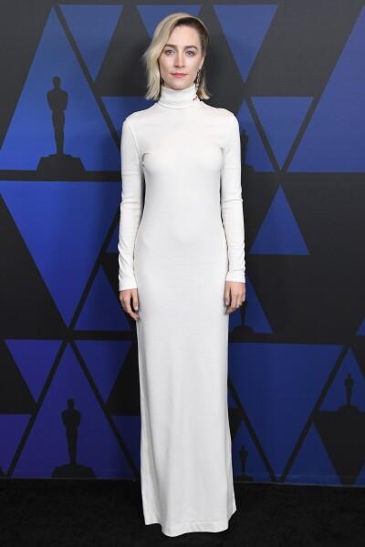 Saoirse Ronan en un jersey dress de Calvin Klein 205W39NYC
