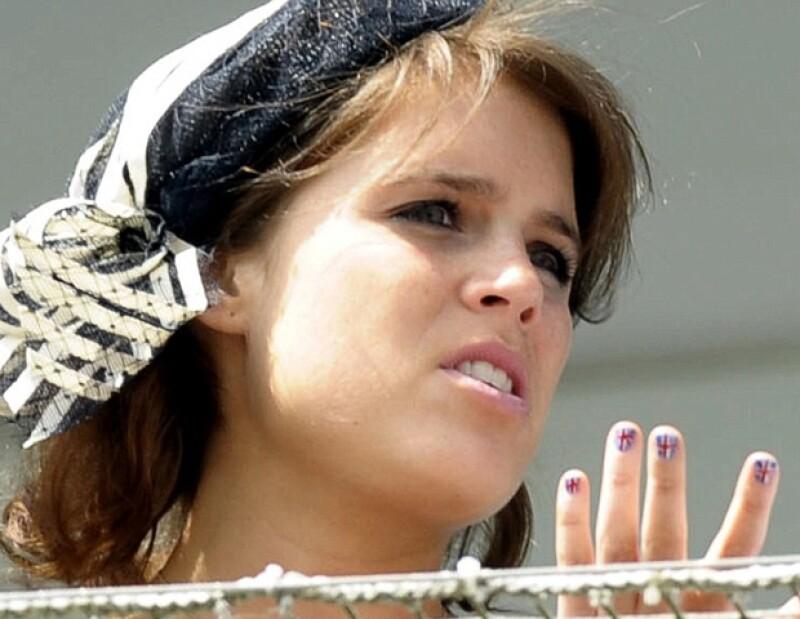 Las uñas de Eugenia no pasaron desaparcibidas.