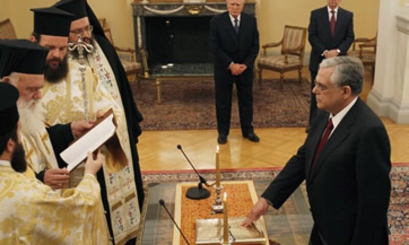 Luego de la jura, el primer ministro electo aseguró que el nuevo Gobierno de unidad nacional hará todo lo posible por lidiar con la crisis griega. (Foto: AP)