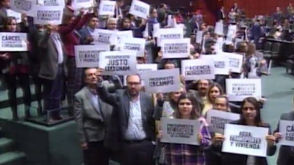 Diputados de oposición protestan tras la presentación del presupuesto 2019