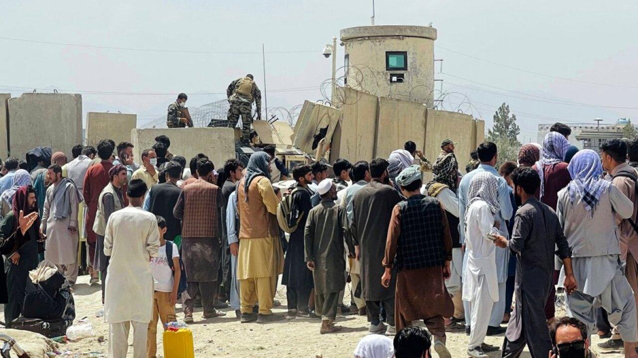 Pentágono confirma víctimas en explosión de Kabul por posible ataque suicida