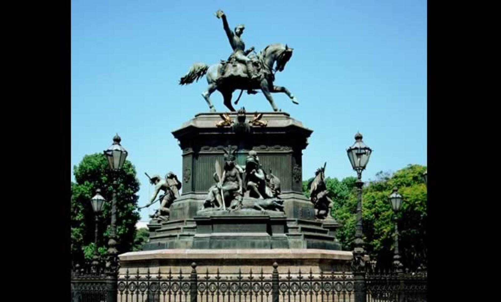 Esta estatua se encuentra en el barrio norte de Río, la cual recuerda a las famosas guerreras amazonas.