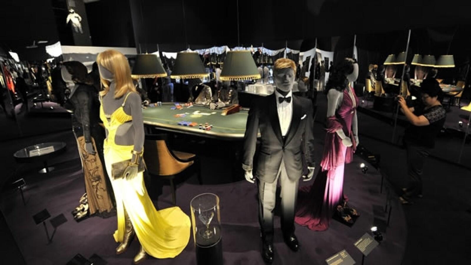 trajes usados en casino royal