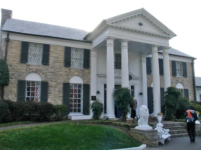 Graceland está abierta al público, aquí la fachada.