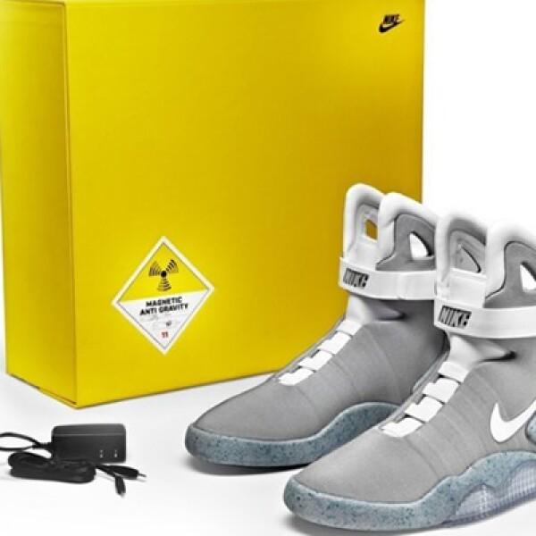Los NIke Mag 2011, el nombre clave de las zapatillas, se iluminan al tocar la lengüeta y brillan durante cinco horas.