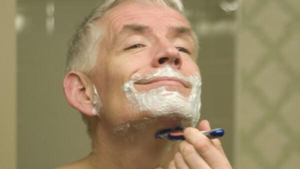 Un buen afeitado no debe irritar tu rostro, por ello primero debes ablandar la barba y al final, aplicar el producto adecuado a tu tipo de piel. (Foto: Getty Images)