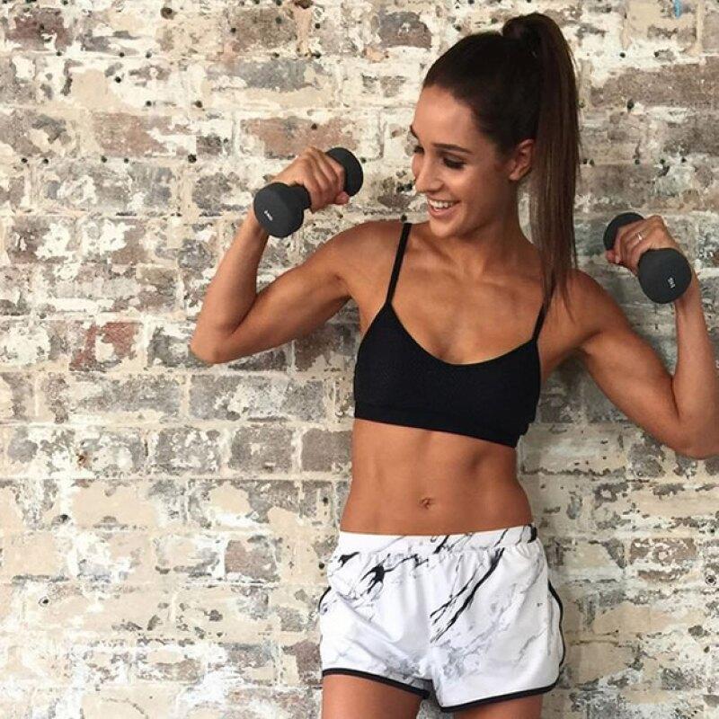 Kayla Itsines es una australiana, que ha logrado el éxito en redes sociales por su increíble programa de circuitos: Bikini Body Guide.