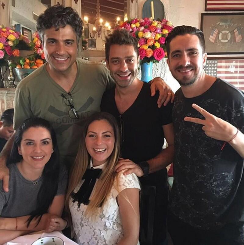 Jaime Camil y OV7 compartieron su encuentro en el restaurante Ivy de Los Ángeles.