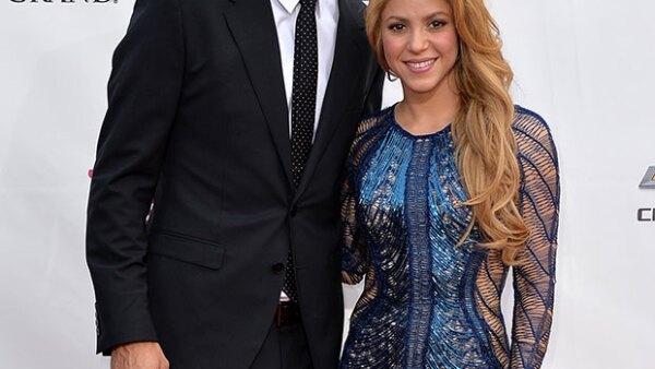 Shakira vive en España junto a Piqué y sus hijos Milan y Sasha.