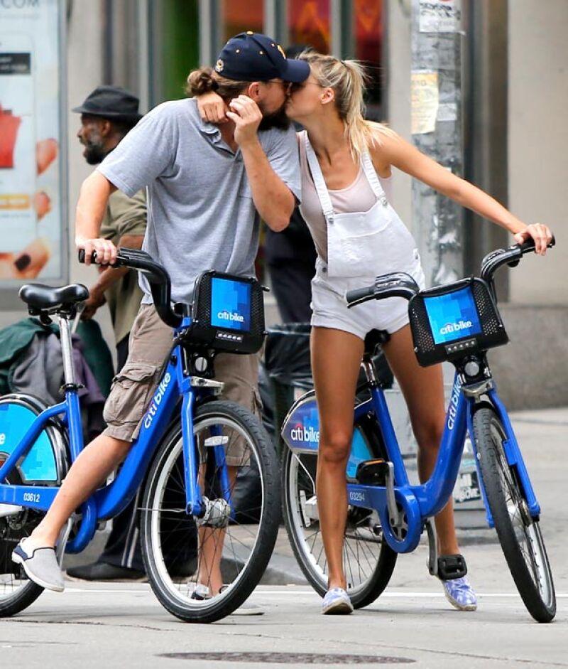 Tras unos breves rumores de una relación entre el actor y la modelo, ahora son vistos en un plan romántico besándose por las calles de Nueva York.