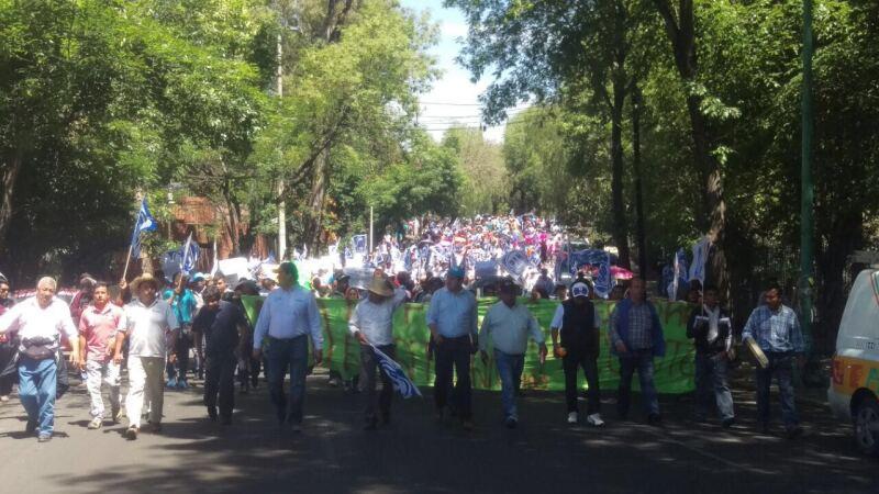 Militantes del PAN en el estado de Hidalgo protestaron frente a la sede del INE en contra de los consejeros del Instituto Estatal Electoral.