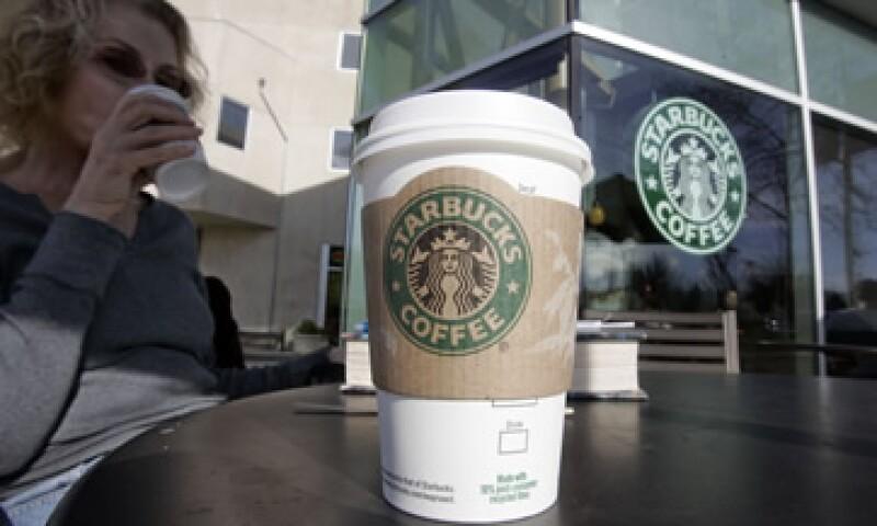 Starbucks dijo que elegirá los vinos y cervezas individualmente para reflejar los gustos y preferencias de la clientela. (Foto: AP)