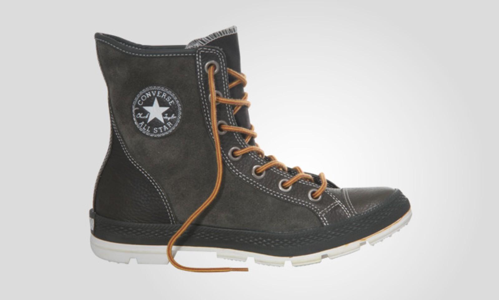 La suela de goma de este calzado te permitirá caminar con confianza en cualquier camino.