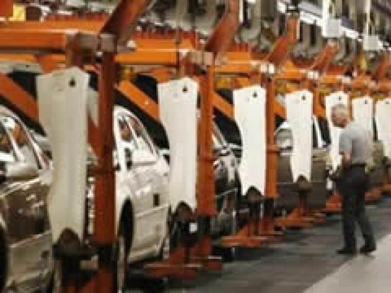 Las automotrices recibieron 19,400 mdd en préstamos como parte del rescate financiero. (Foto: Archivo)