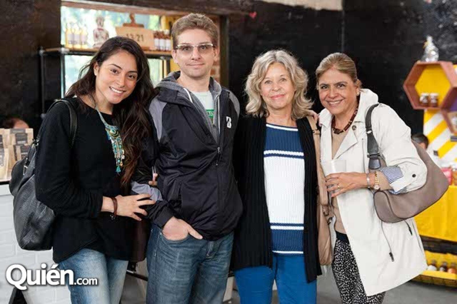Sara Manzanárez,Patricio Calomarde,Marion Calomarde y Vicky Manzanárez