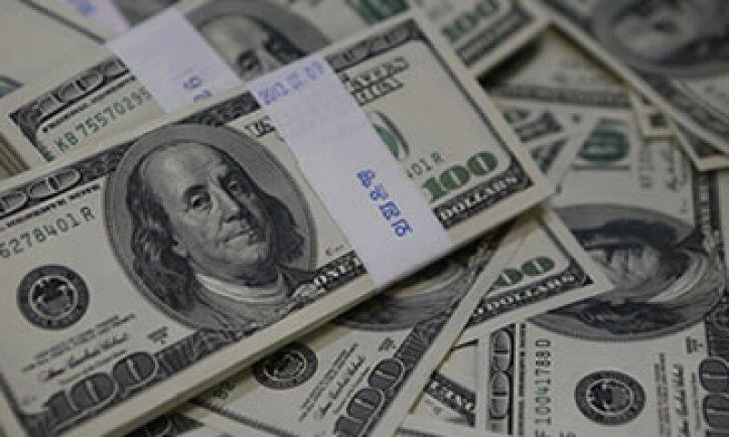 El tipo de cambio para solventar obligaciones en moneda extranjera es de 13.2430 pesos. (Foto: Reuters)