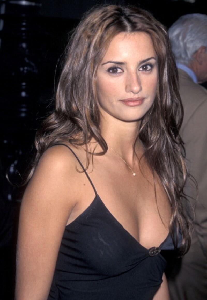 En 1997 Penélope Cruz actuó en Carne Trémula, su primer papel en una película de Pedro Almodóvar.
