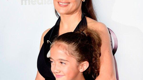 Salma junto a su hija Valentina Paloma.