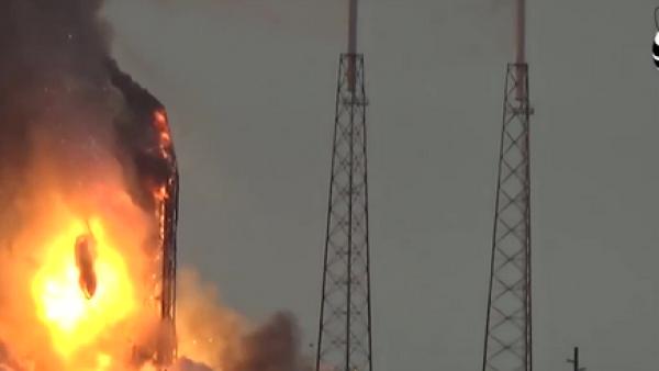 Cohete de SpaceX estalla en la plataforma de lanzamiento