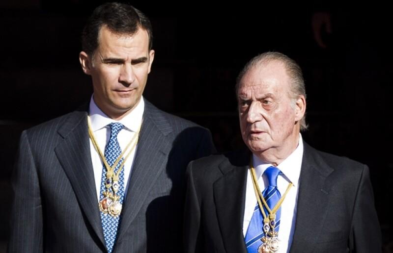 Tanto el Rey como el Príncipe de Asturias decidieron reducir sus ganancias anuales con el afán de ser congruentes con la actual situación económica de su país.