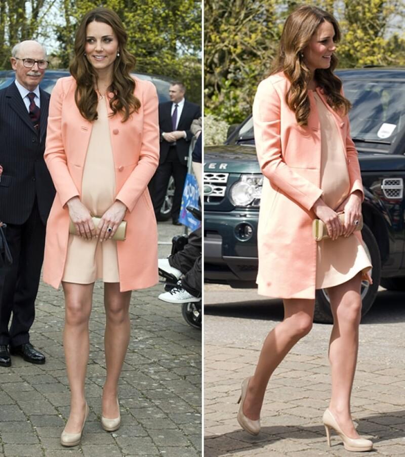 La duquesa de Cambridge visitó un centro especial para niños y jóvenes enfermos durante su segundo aniversario de bodas con el príncipe Guillermo.