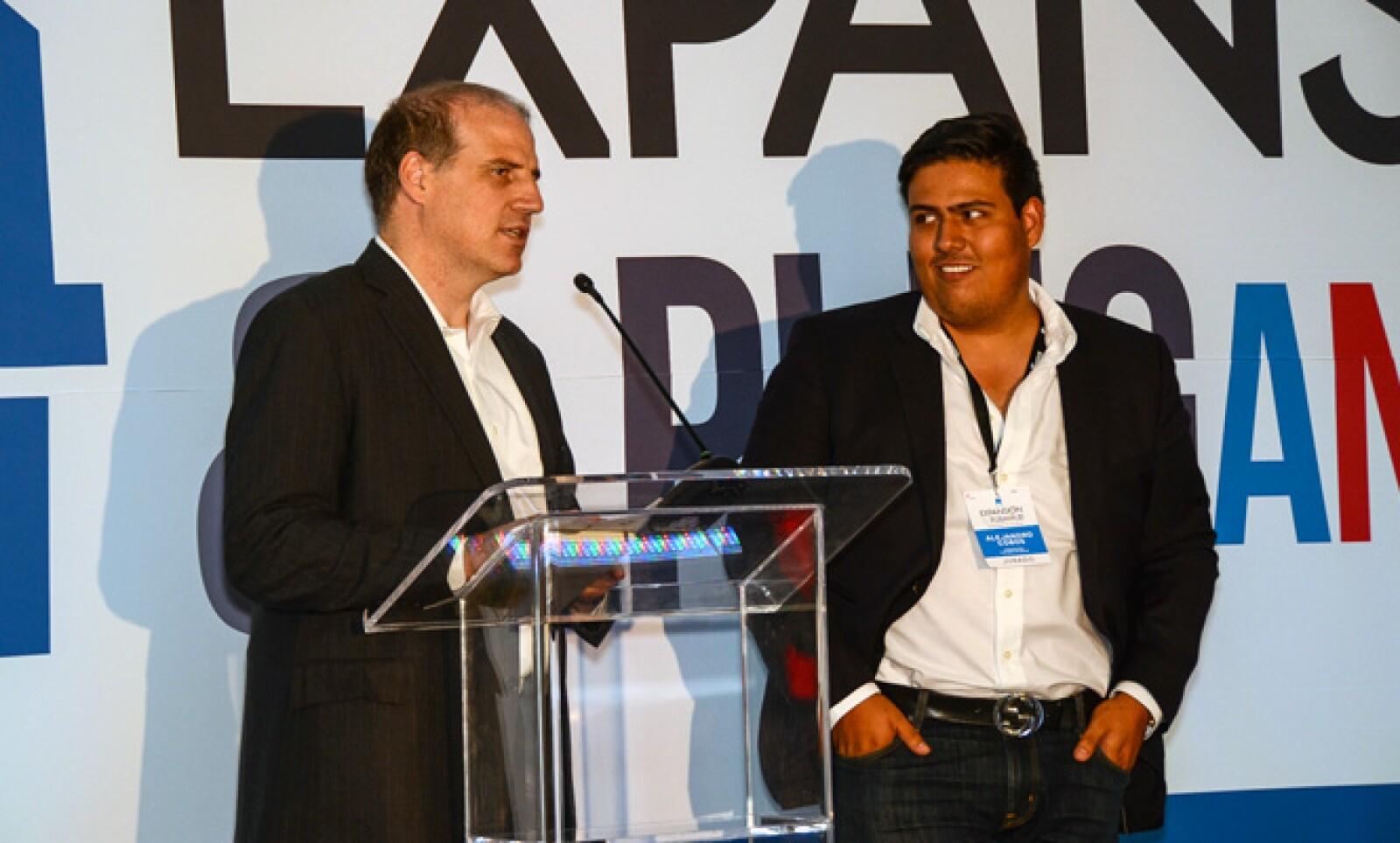 Alberto Bello, director de noticias y negocios de Grupo Expansión y Alejandro Cobos, representante de Plug and Play México, explicaron el alcance de su alianza.