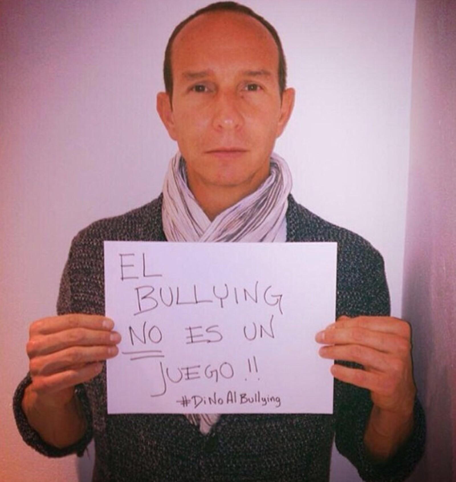 Erik Rubín también se unió a la campaña de famosos que comenzaron a publicar  estas imágenes. Su hija Nina fue víctima de Bullying en su colegio.