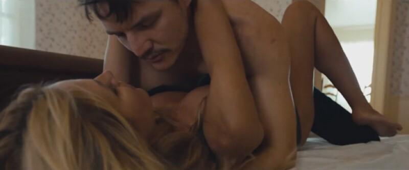Pero eso no fue lo único, pues además se mostró de lo más sensual durante las escenas íntimas con Pedro Pascal.