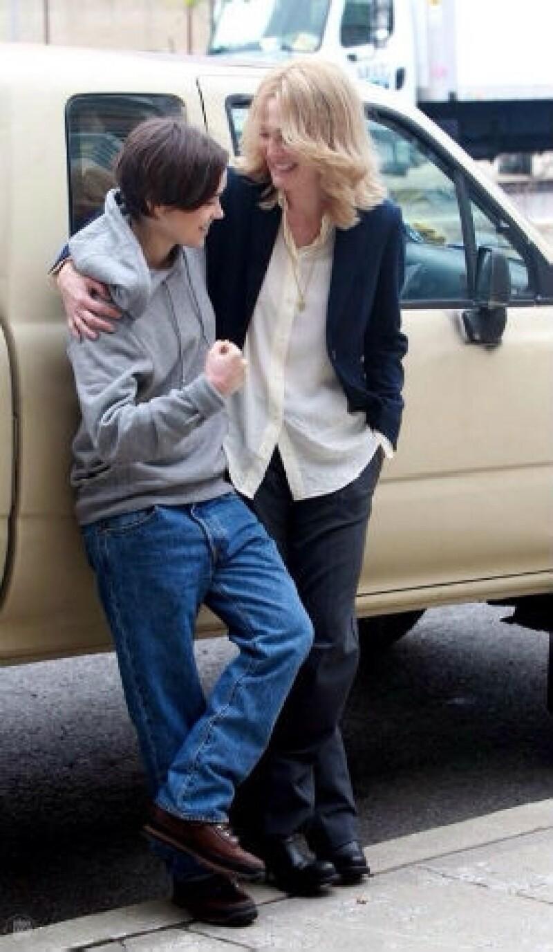 La joven actriz y Julianne Moore no pueden creer que han visto frenado el rodaje de su nuevo proyecto por culpa de actitudes homofóbicas en una de sus locaciones.