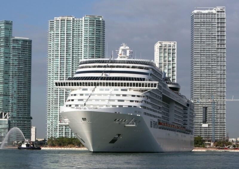 La tarde de ayer comenzó a haber rumores acerca de que un pasajero del crucero MSC Divina había caído al mar y desaparecido. Hoy se confirma la noticia y continúa la búsqueda de Jorge López Amores.