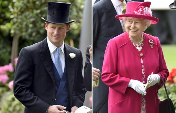 La reina Isabel II y su nieto, el príncipe Harry, también acudieron a la carrera.