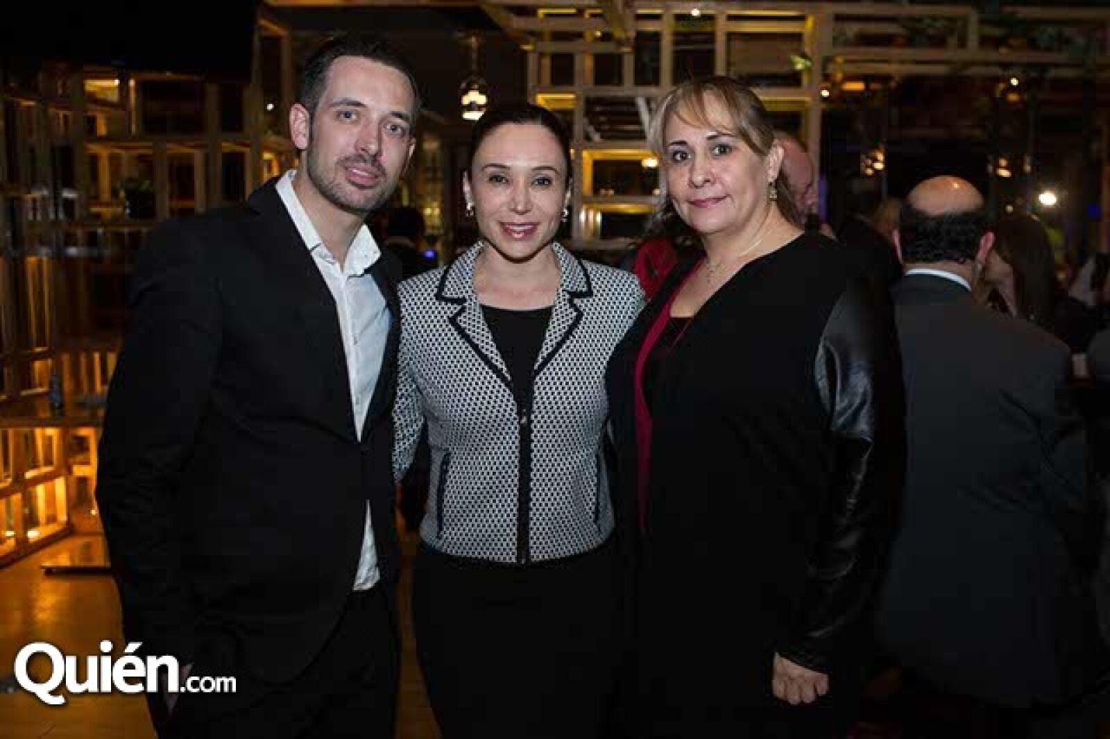 Germán Nogueras,Isela Méndez y Teresa González
