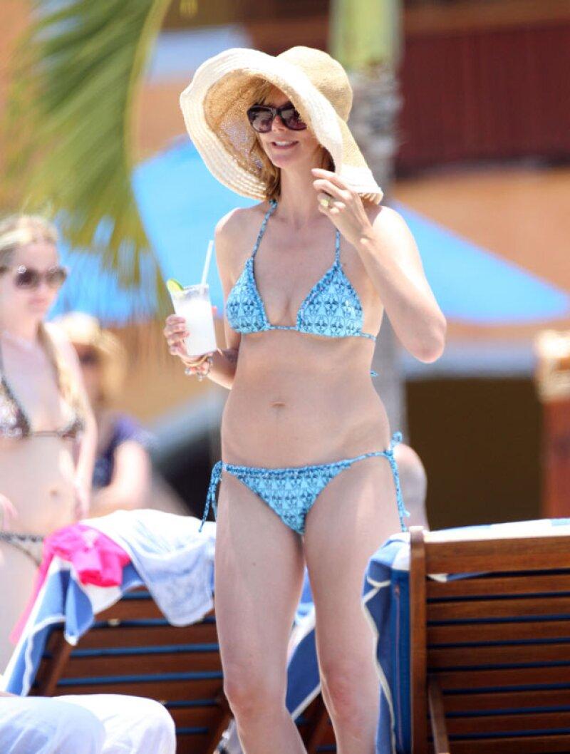 Actualmente Heidi Klum se encuentra bastante delgada pero con ello la piel de naranja e imperfecciones en el vientre salieron a relucir.