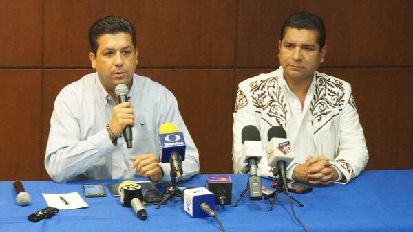 Francisco Cabeza de Vaca, del PAN (derecha) y Francisco Chavira hicieron un llamado a los partidos para vencer al PRI en las urnas el 5 de junio.