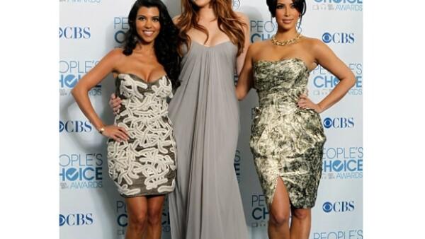Dos de las ex esposas del abogado Robert Kardashian han asegurado que Khloe no era realmente su hija.