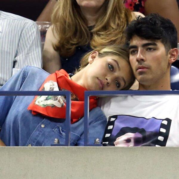 Gigi Hadid derramó miel con su novio, el cantante Joe Jonas.